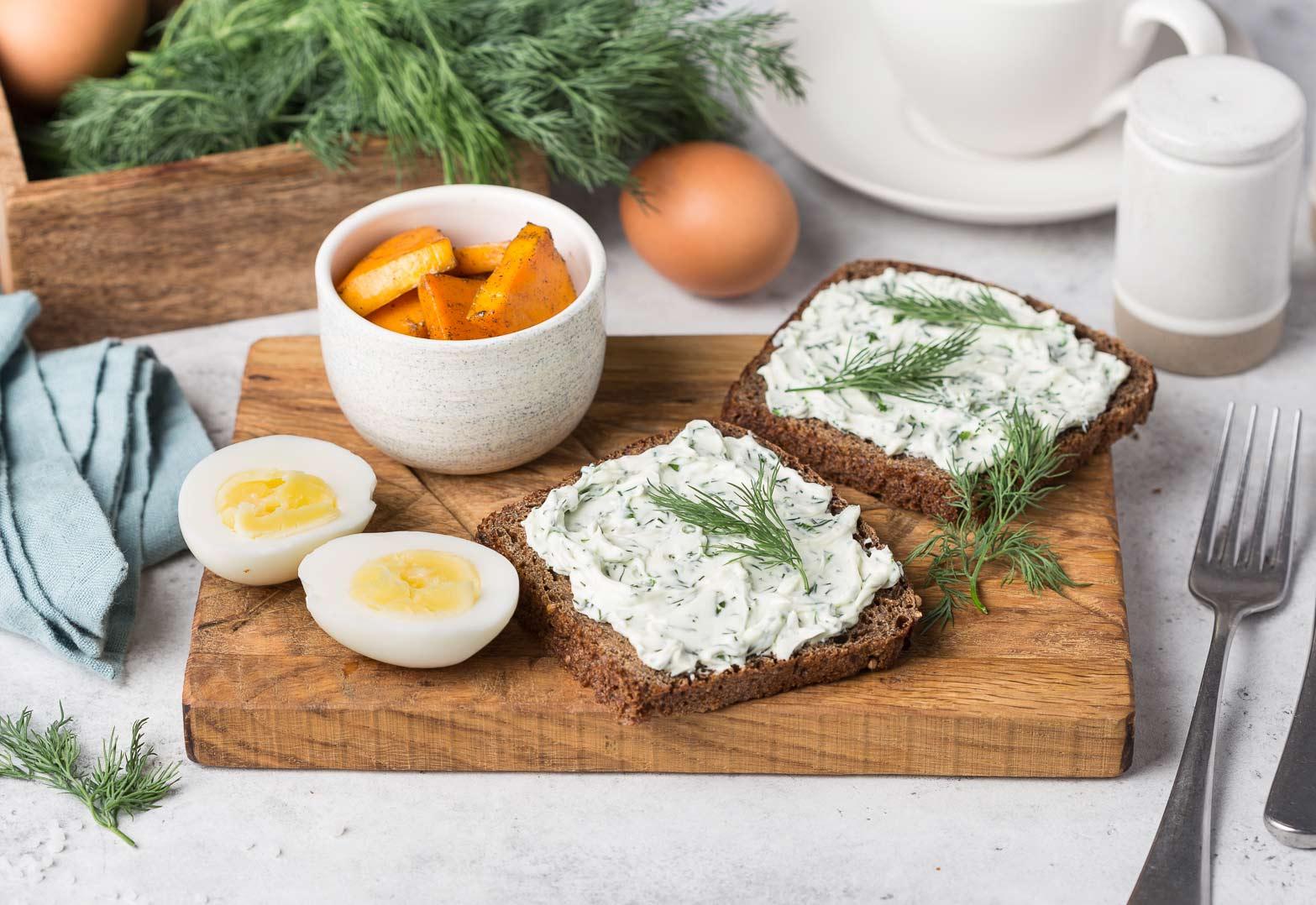 Тост с творожным сыром
