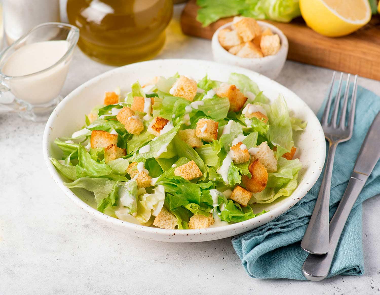 Салат с соусом ранч