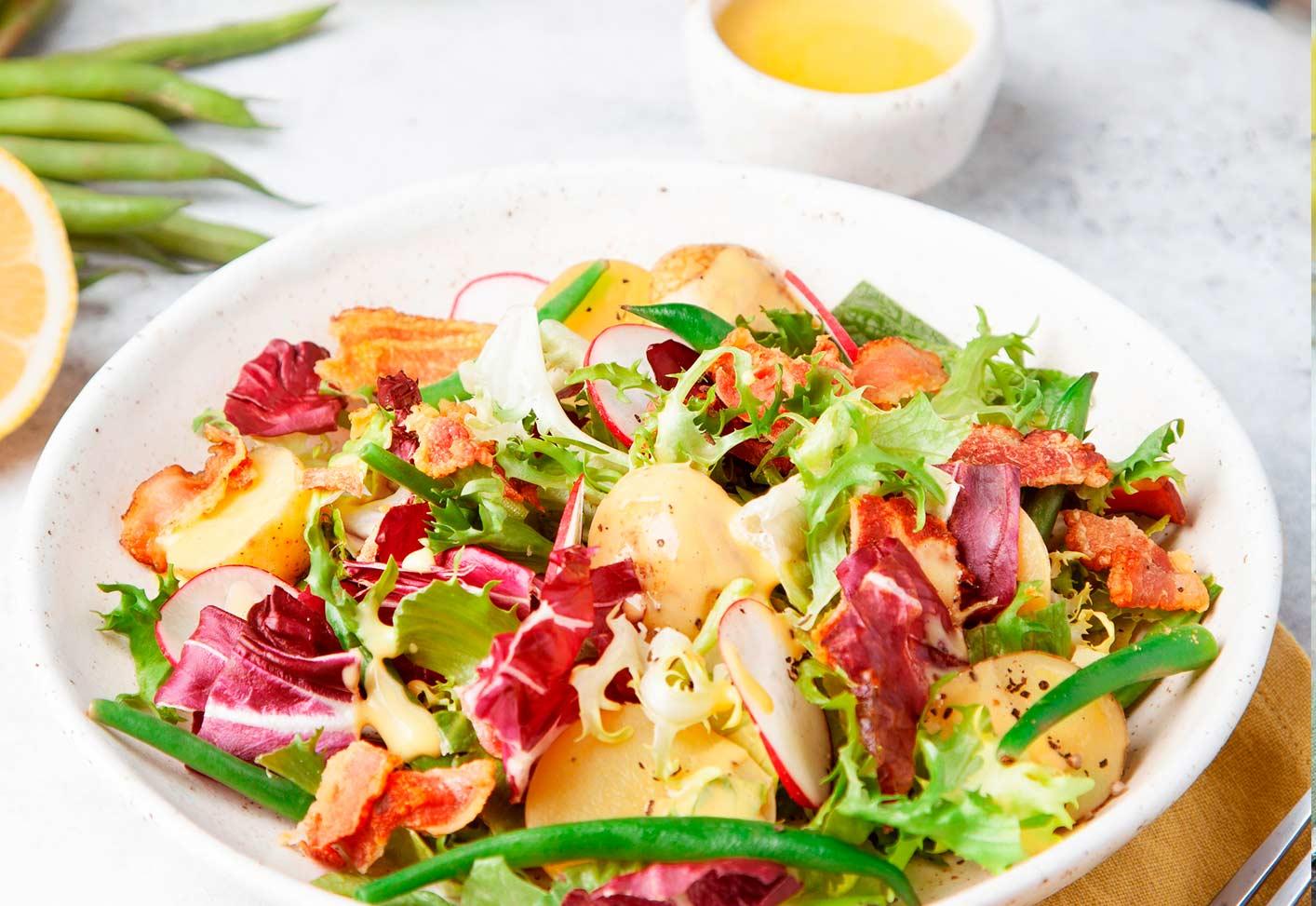 Салат с хрустящим беконом,