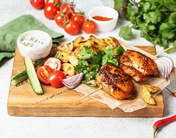Шашлыки из курицы со свежими овощами